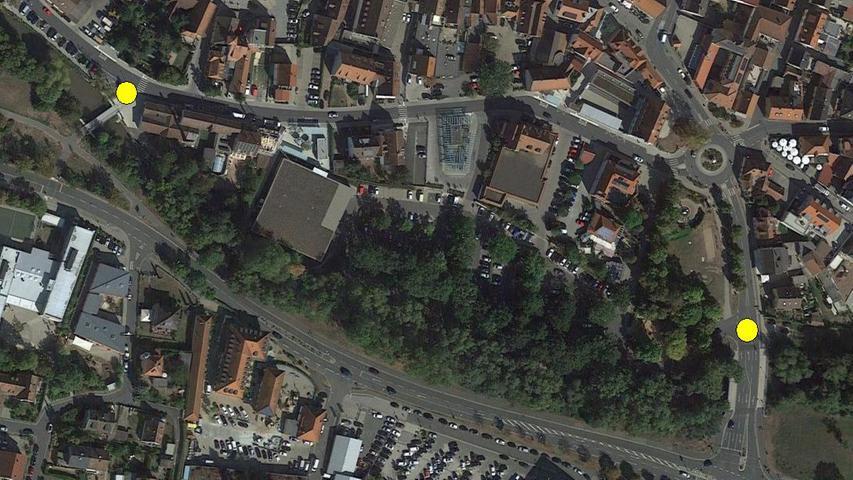 Um diesen Abschnitt geht es: vom Kuwe-Steg (gelber Punkt links) bis zur Parkplatz-Ausfahrt auf die Bahnhofstraße (gelber Punkt rechts).
