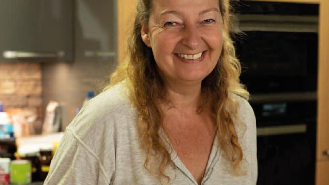 Die Sportschützin Susanne Panhans in Aktion – diesmal am Kochherd.