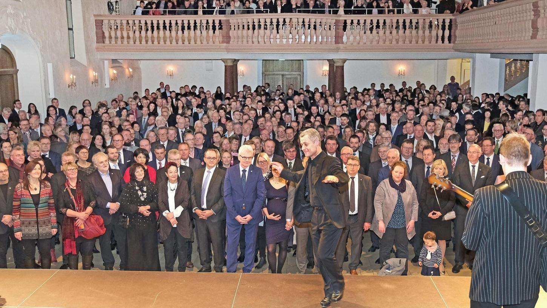 Der Neujahrsempfang ist stets ein Höhepunkt im gesellschaftlichen Leben Weißenburgs. Knapp 1000 Gäste folgten diesmal der Einladung von Oberbürgermeister Jürgen Schröppel und erlebten unter anderem den Auftritt des Klaus Bleis Trios mit Steptanz.