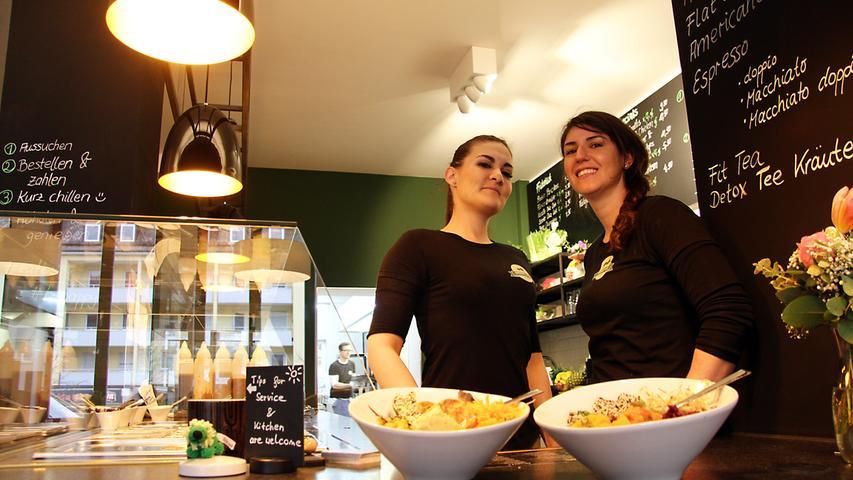 Zum Thema Diät: Der Klassiker der Neujahrsvorsätze ist 2020 ebenfalls vertreten - 53 Prozent der Befragten wollen sich in diesem Jahr gesünder ernähren. In und um Nürnberg sprießen momentan viele Food-Spots aus dem Boden, die mit gesunder und nahrhafter Auswahl locken. Frische Salate und gesunde Bowls finden Abnehmwillige in Nürnberg zum Beispiel im Green Lion (Foto), in der Mischbar, bei Rainbowl Nürnberg, Aloha Poke oder im The Green.