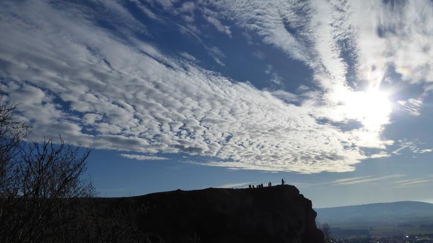 Mit wunderschönen Wolkenformationen konnten die Wanderer auf dem Walberla das herrliche Januar-Wetter genießen.