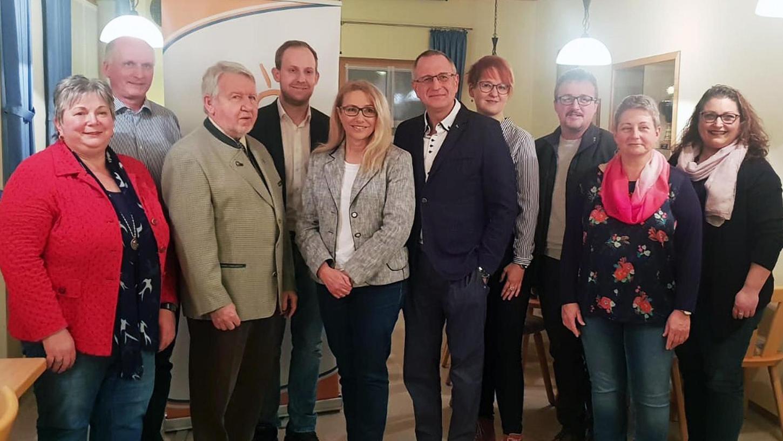 Die Freien Wähler Berching haben ihre Kandidaten für die Stadtratswahlen vorgestellt. Fünfter von rechts ist Bürgermeisterkandidat Gerhard Binder.
