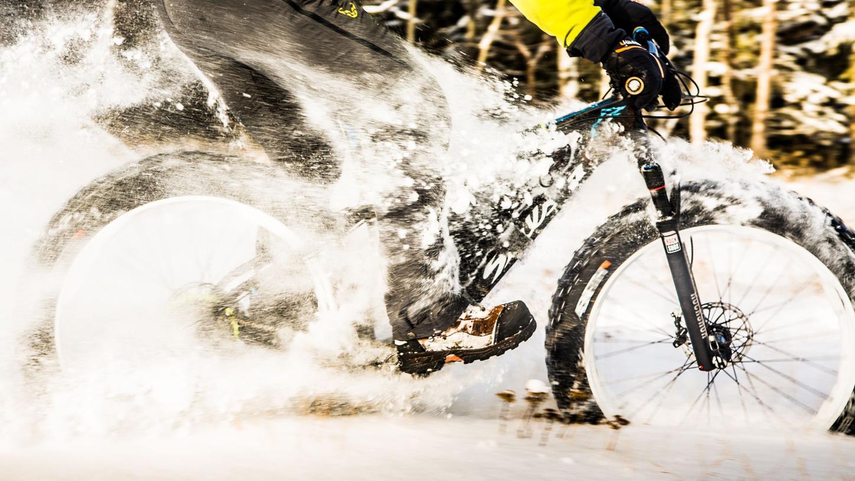 Extremfall: So durch den Schnee zu stauben, macht in der Freizeit Spaß - im Alltag wollen das nur wenige Radler tun.