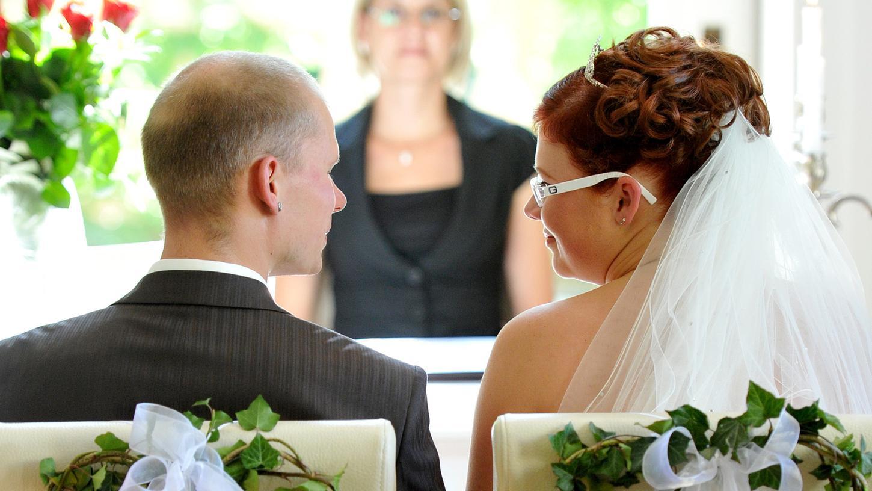 Die Hochzeit ist der Beginn einer jeden Ehe - wie lange sie hält, hängt von vielen verschiedenen Faktoren ab