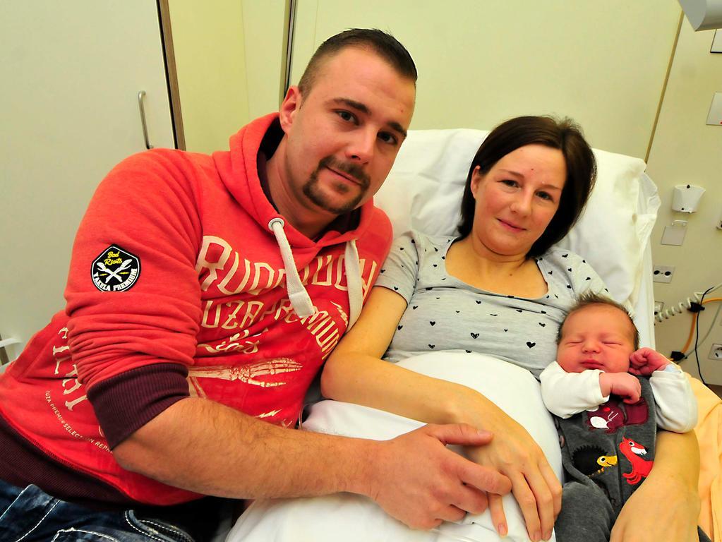 Forchheim Klinikum 2020..Neujahrsbaby Fin Eckert..und seine Eltern..Foto Roland Huber