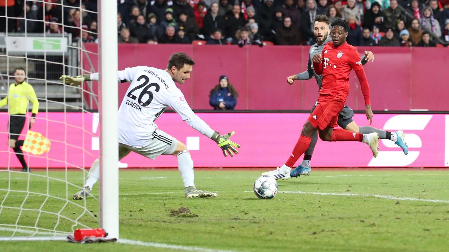 Auch der geht rein! Fabian Schleusener stellte gegen die Bayern in einem aus Club-Sicht überragendem Derby-Test für den FCN auf 4:1.