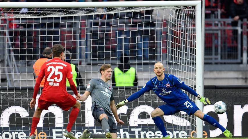 11.01.2020 --- Fussball --- Saison 2019 2020 --- Testspiel / Freundschaftsspiel: 1. FC Nürnberg FCN ( Club ) - FC Bayern München FCB --- Foto: Sport-/Pressefoto Wolfgang Zink / WoZi --- ..Thomas Müller Mueller (25, FC Bayern München FCB ) Asger Sörensen (4, 1. FC Nürnberg / FCN ) Felix Dornebusch (21, 1. FC Nürnberg / FCN )
