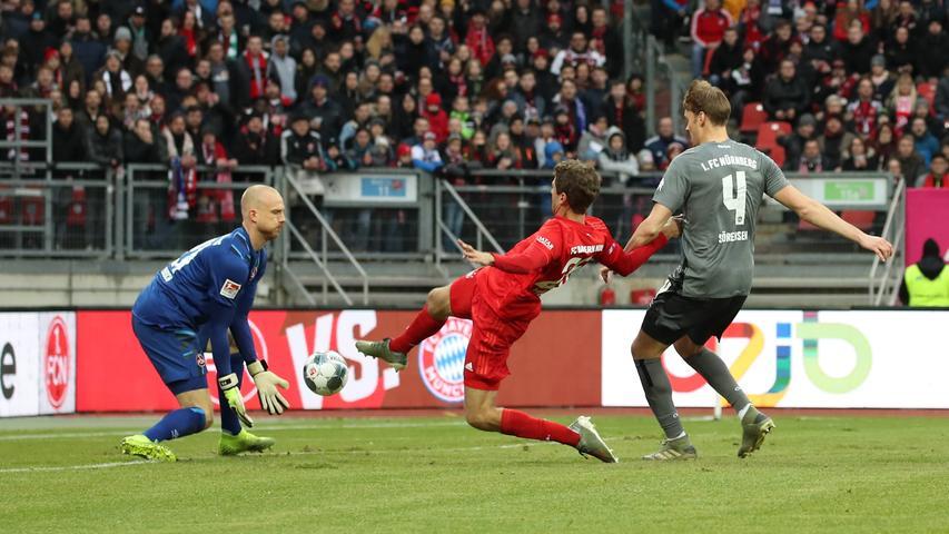 11.01.2020 --- Fussball --- Saison 2019 2020 --- Testspiel / Freundschaftsspiel: 1. FC Nürnberg FCN ( Club ) - FC Bayern München FCB --- Foto: Sport-/Pressefoto Wolfgang Zink / DaMa --- ....Felix Dornebusch (21, 1. FC Nürnberg / FCN ) Thomas Müller Mueller (25, FC Bayern München FCB ) Asger Sörensen (4, 1. FC Nürnberg / FCN )