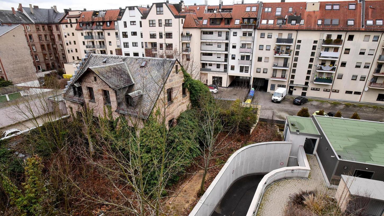 Verlorenes Fossil: Das Wohnhaus aus dem 19. Jahrhundert ist eines der letzten Relikte aus der Anfangszeit der Fürther Südstadt. Bemühungen, es nachträglich in die bayerische Denkmalliste aufzunehmen, sind gescheitert.