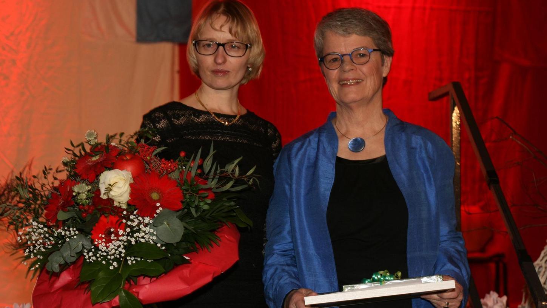 Sie füllen die deutsch-russische Partnerschaft mit Leben: Dafür erhalten Elena Dildina (links) und Sibylle Menzel eine Ehrenspange.