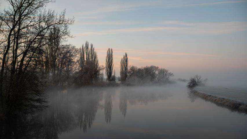 Morgennebel an der Regnitz bei Baiersdorf.