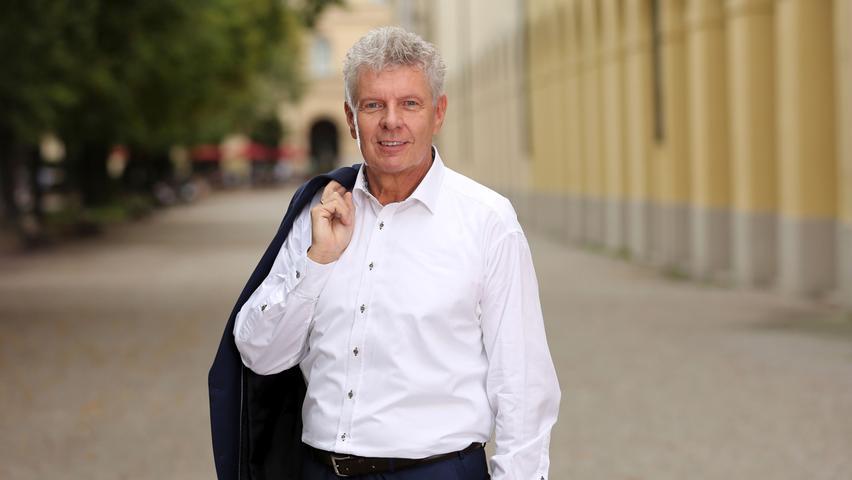 Auf Platz 2 im Ranking landet Münchens Oberbürgermeister Dieter Reiter (SPD) mit einer Gesamt-Followerzahl von 22.531 auf Facebook, Instagram und Twitter. Dort versorgt das Stadtoberhaupt die Bürger vor allem mit kommunalpolitischen Infos aus München und gibt Einblicke in seine Arbeit.