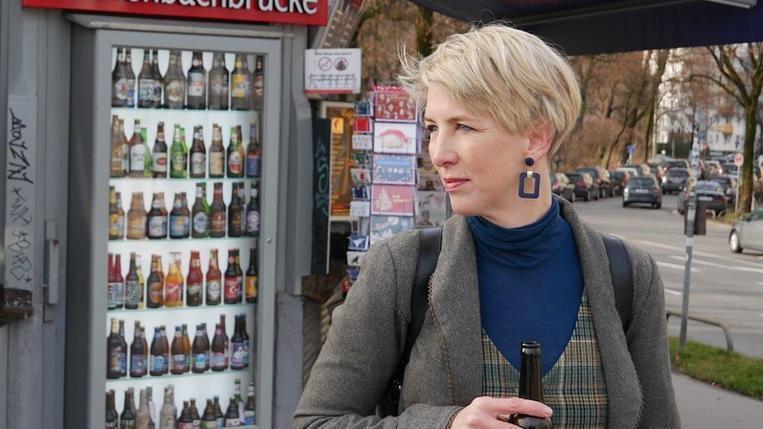 Katrin Habenschaden kandidiert für die Grünen als Oberbürgermeisterin von München. In den vergangenen Wochen hat sie stark an Followern zugelegt und nimmt mittlerweile mit insgesamt 8.340 Fans auf Facebook, Instagram und Twitter Platz 3 im Ranking ein. Zu dem kleinen Einblick aus ihrem Privatleben schreibt die Münchenerin auf Facebook: