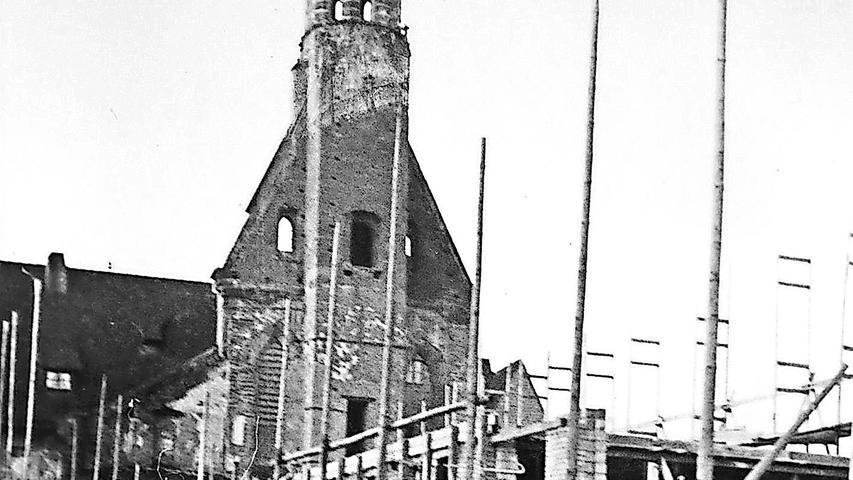 Die Heilig-Geist-Kirche wurde im Zweiten Weltkrieg zerstört. Die evangelische Kirche baute ein Wohnheim für Studenten, statt das Gotteshaus zu rekonstruieren.