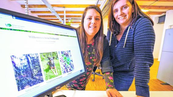 Jenny Hirschmann (li.) und Dani Schuh bereiten gerade Bau- und Zuschussantrag vor. Die Webseite für den Waldkindergarten steht schon länger.