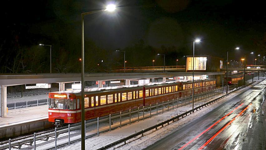 9600 Fahrgäste pro Werktag: Der U-Bahnhof  Langwasser Nord  ist nach seiner Lage am nördlichen Rand des Nürnberger Stadtteils Langwasser benannt.