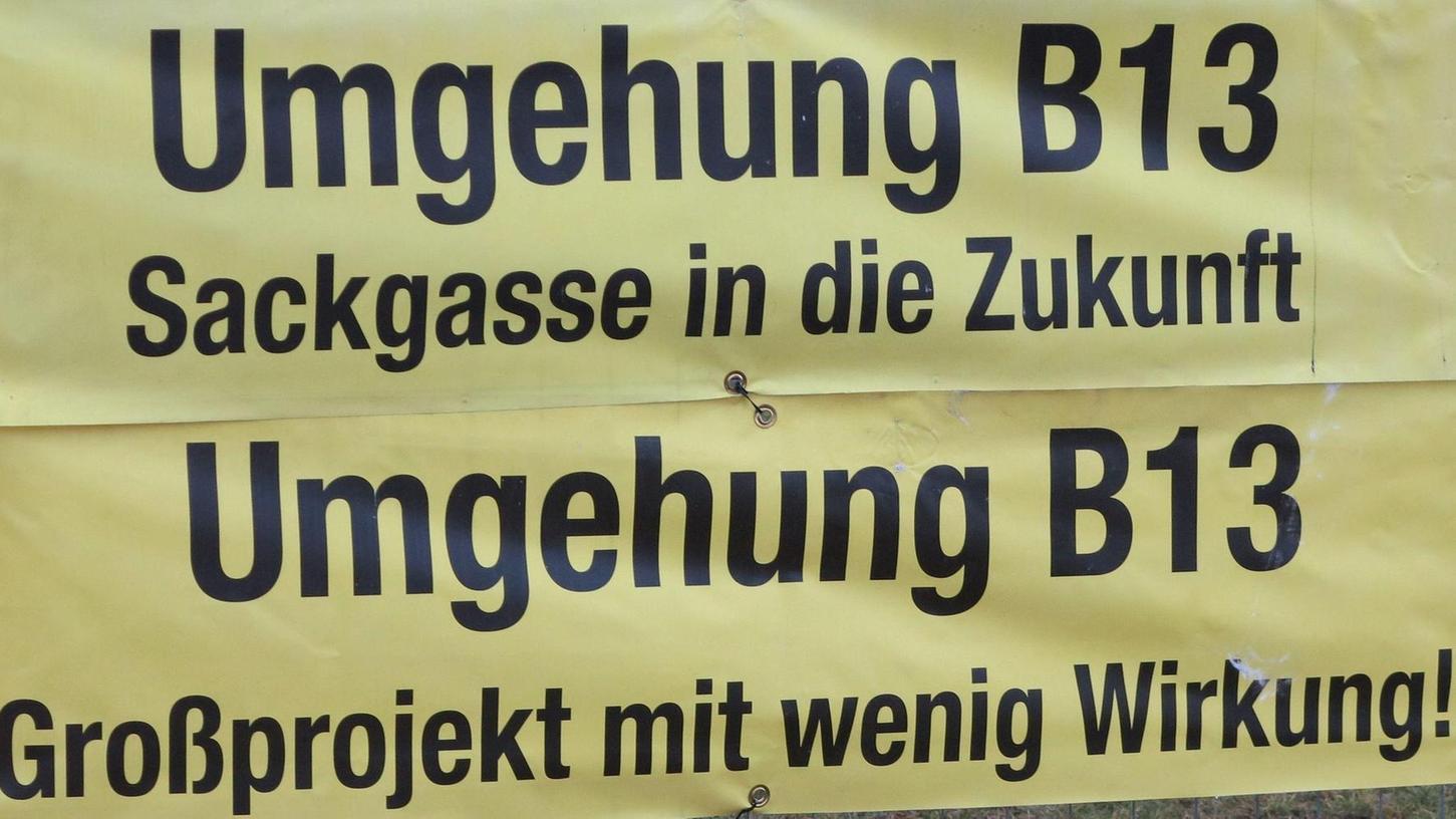 Die Gegner der B 13-Umfahrung von Schlungenhof haben gut lachen: Mit dem eindeutigen Votum gegen das umstrittene Straßenbauprojekt wird das Staatliche Bauamt die Pläne wohl ad acta legen.