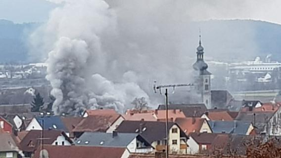 Feuer in Forchheim: Dach eines Einfamilienhauses in Burk abgebrannt