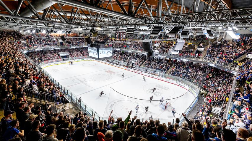 Neben den Ice Tigers, dem DEL-Team der Noris, füllt auch der ebenfalls erstklassige HC Erlangen die Ränge. Seit 2014 nutzt dieser die Arena am Kurt-Leucht-Weg für seine Bundesliga-Heimspiele.