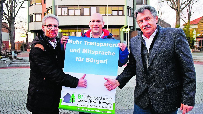 Frühzeitige Information und Mitspracherecht für die Bürger fordern (von links) Stephan Zeilinger, Christian Bloß und Johann Werner. Um das in der Oberasbacher Kommunalpolitik künftig umzusetzen, treten sie mit der Bürgerinitiative bei der Kommunalwahl an.
