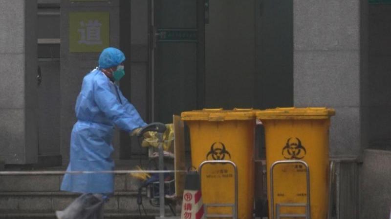 Die chinesische Regierung hatte zuvor die besonders schwer von der durch den Coronavirus ausgelösten neuen Lungenkrankheit betroffene Millionenmetropole Wuhan praktisch abgeriegelt.