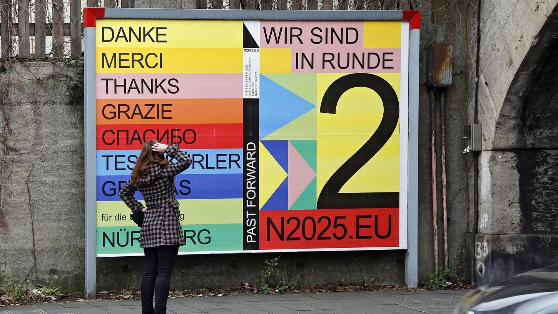 Was soll mir das sagen? Rätsel geben wohl den allermeisten Passanten die Plakate auf, mit denen sich Nürnberg für das Weiterkommen in Runde zwei der Kulturhauptstadt-Bewerbung bedanken will. Das ist nett gemeint, aber schwer zu verstehen ...