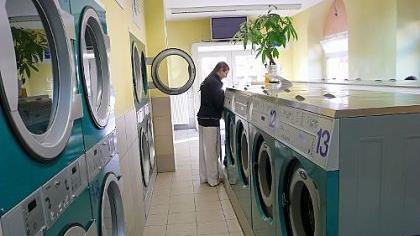 Nicht jeder Student kann sich eine eigene Waschmaschine leisten. Viele nutzen daher die Waschsalons in ihrer Umgebung. Was Preis, Angebot und Wohlfühlfaktor betrifft, gibt es jedoch Unterschiede zwischen den einzelnen Centern.