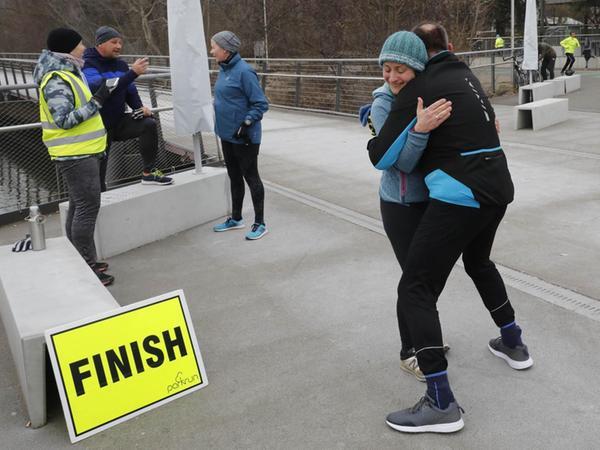 Die Zeit spielt für viele Läufer nur einen untergeordnete Rolle. Beim parkrun darf sich jeder als Sieger fühlen, der am Samstagmorgen die Ziellinie passiert.