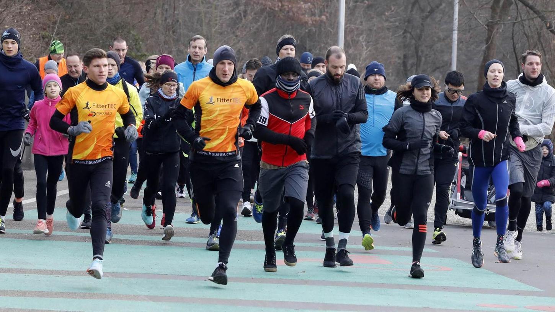 """Und los geht's: Jeden Samstag um Punkt 9 Uhr begeben sich die Teilnehmer des """"Wöhrder See parkrun"""" auf den fünf Kilometer langen Kurs."""