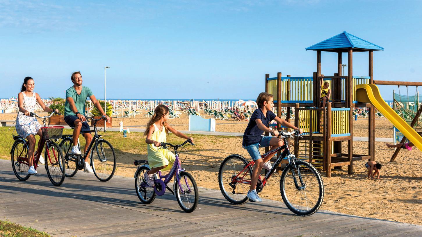 Flach ist die Gegend der oberen Adria, ideal für ausgedehnte Radtouren am Strand.