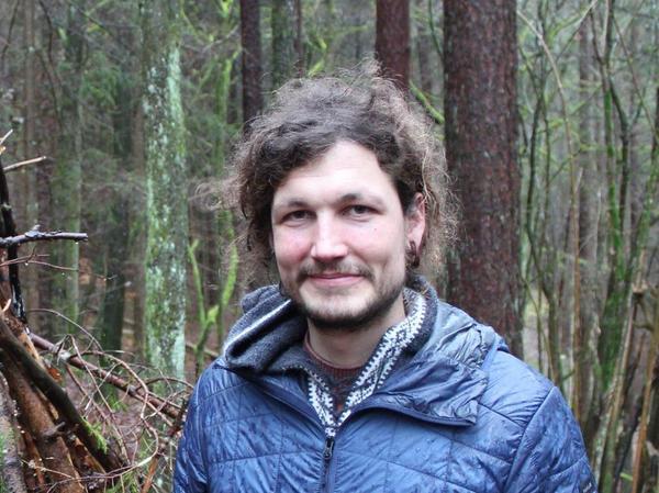 Der Wildnispädagoge Florian Essel.