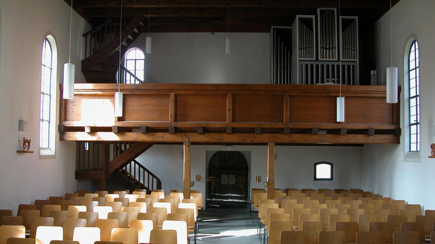 Der Innenraum der kleinen Vorgängerkirche.