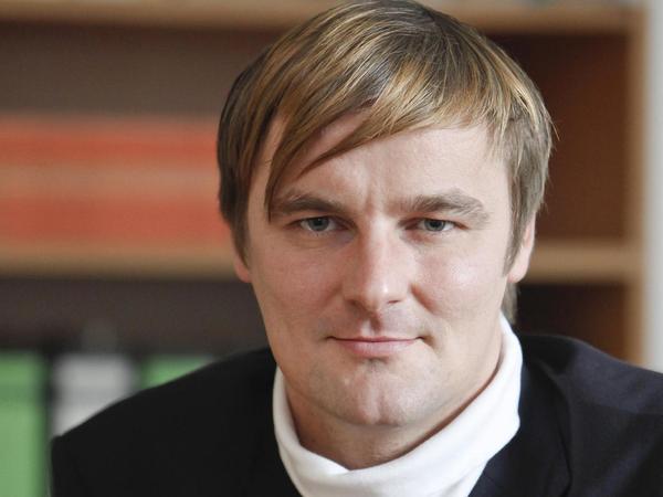 Thorsten Winkelmann (38) ist als akademischer Rat am Institut für Politische Wissenschaft der Universität Erlangen-Nürnberg tätig. Zu seinen Arbeitsschwerpunkten zählt neben den Themenfeldern Wahlen und Parteien sowie dem Politischen System der Bundesrepublik die Kommunalpolitik.