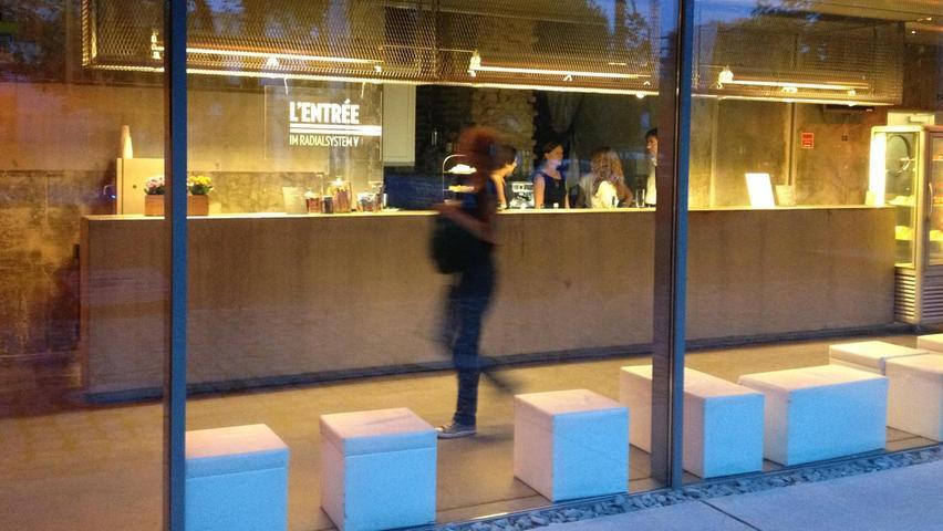Früher Abwasseranlage, heute schicke Lobby: Das Radialsystem.  Mehrpersönliche Lieblingsorte von unserem Berlin-Korrespondent Harald Baumer.