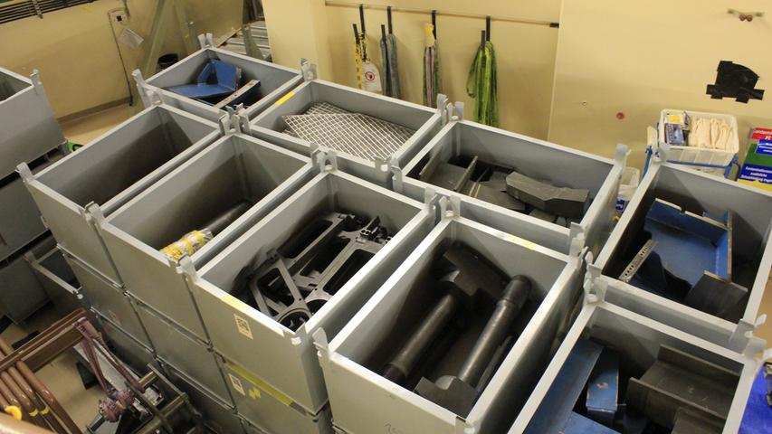 Zerkleinert werden müssten dafür zum Beispiel die 2,60 Meter langen Schrauben der Schraubenspannvorrichtung des Deckels des Reaktordruckbehälters.