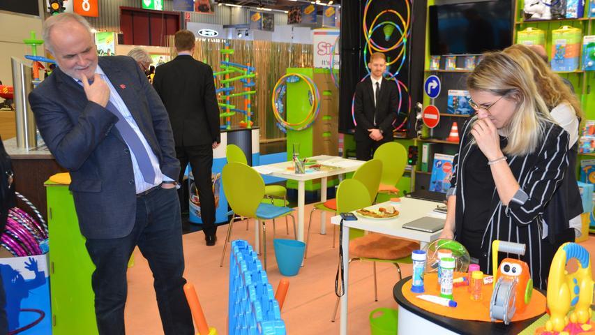 2020 besuchte Landrat Herbert Eckstein fünf Firmen aus dem Landkreis Roth auf der Nürnberger Spielwarenmesse und ließ sich die neuesten Trends zeigen. Klicken Sie hier für mehr Bilder!