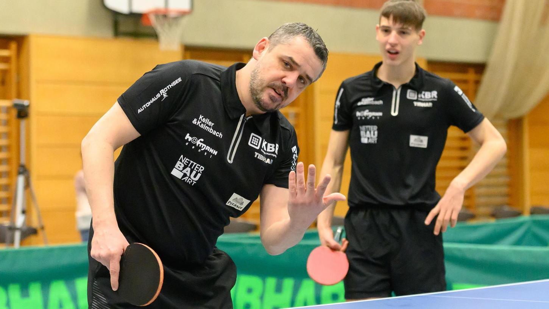 Fünf deutet Frantisek Krcil an, tatsächlich fuhr der Hilpoltsteiner Spitzenspieler am Wochenende aber sogar sechs Siege für den TV ein. Der übernahm die Tabellenführung der Regionalliga – als Aufsteiger.