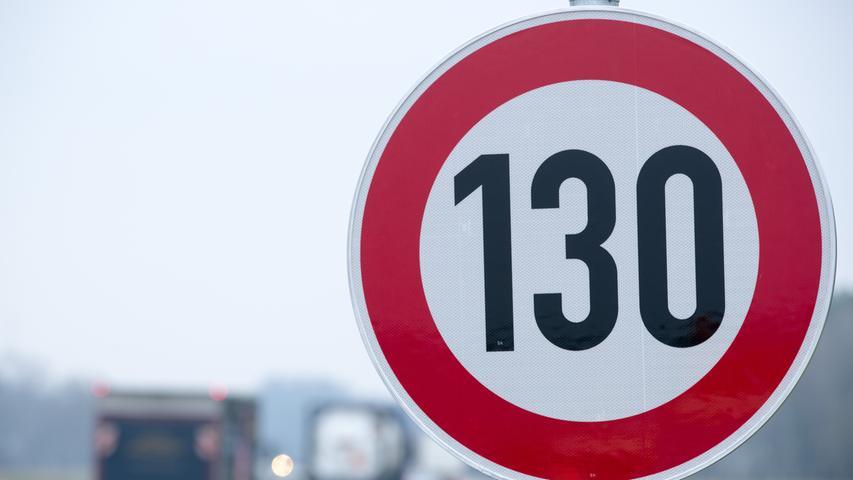 Gegner und Befürworter stehen sich bei dieser Frage unversöhnlich und emotional aufgeladen gegenüber. Eine Umfragedes Meinungsforschungsinstituts Infratest Dimap 2020, die von der Südwestrundfunk (SWR) beauftragt wurde,ergab folgendes Bild: 59 Prozent der rund 1000 Befragten waren für ein Tempolimit auf Autobahnen, 39 Prozent dagegen, zwei Prozent war unentschlossen.
