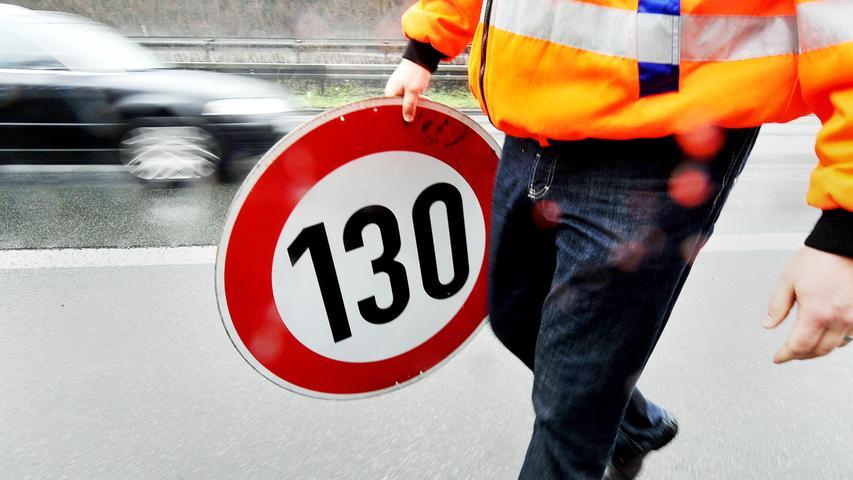 Laut ADAC sind derzeit rund 30 Prozent des deutschen Autobahnnetzes dauerhaft oder zeitweise geschwindigkeitsbeschränkt, dazu kommen Einschränkungen wie Baustellen.