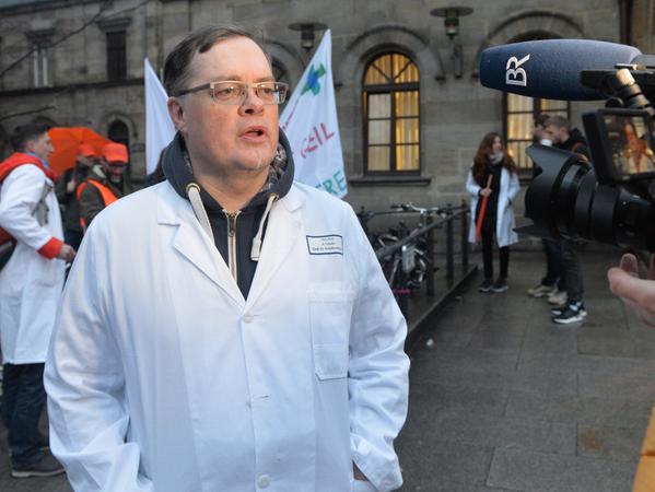 Dr. Andreas Tröster führte den Streik der Beschäftigten an.