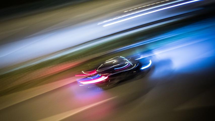 Zu schnelles Fahren erhöht die Gefahr immens: Auf Abschnitten ohne Tempolimit war unangepasste Geschwindigkeit bei 45 Prozent der Verkehrstoten eine Unfallursache, bei Streckenabschnitten mit Geschwindigkeitsbegrenzung bei 50 Prozent der tödlich Verunglückten.