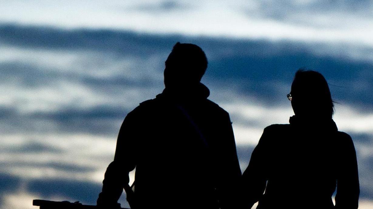 Der Schlüssel zu einer glücklichen Beziehung: Auch über kleine Probleme sprechen.
