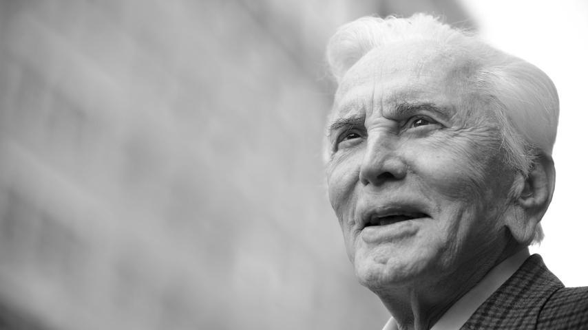 Er galt als einer der größten Schauspieler aller Zeiten, am 5. Februar 2020 ist Kirk Douglas im Alter von 103 Jahren verstorben.