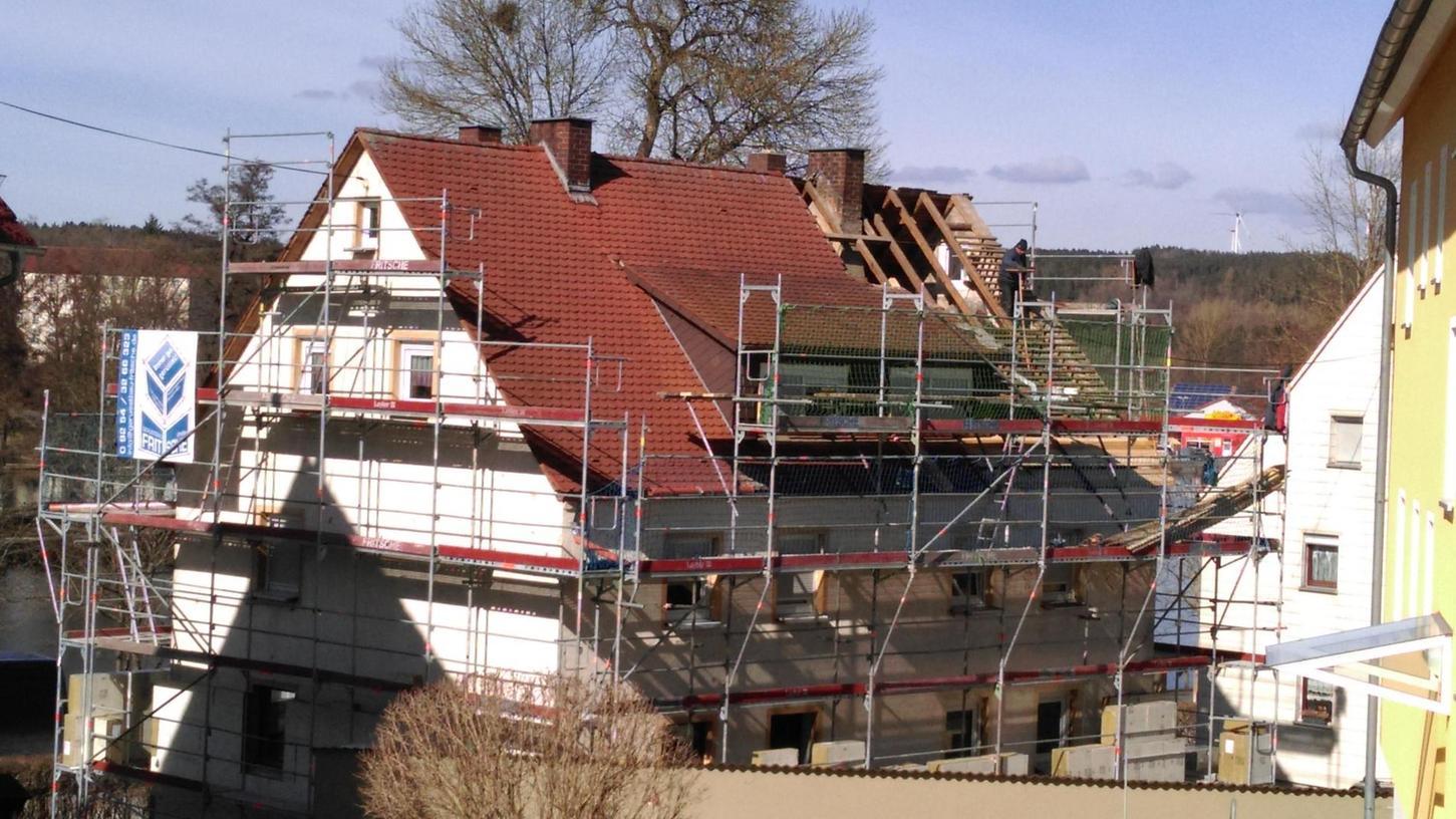 """An der Uferstraße hat die Baugenossenschaft vor kurzem einige Wohnhäuser saniert. Die Mietpreise pro Quadratmeter bewegen sich laut Vorstandssprecher Dieter Jasper """"im normalen Bereich bei über vier Euro""""."""
