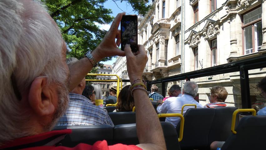 Nicht umsonst fahren Tourismus-Busse durch Fürths Prachtstraßen: Die Hornschuchpromenade und die Königswarterstraße sind gesäumt von prächtiger historischer Bausubstanz. Hier dampfte einst auf der Trasse der ersten deutschen Eisenbahn der