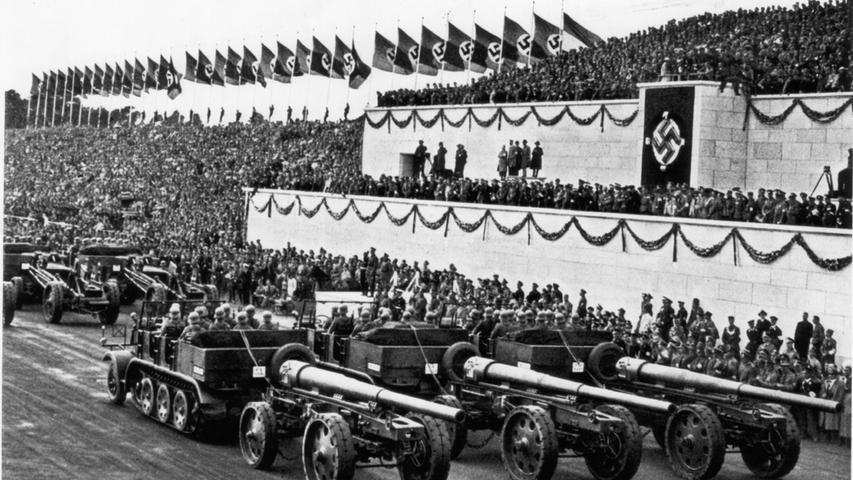 Reichsparteitage in Nürnberg waren auch immr eine Demonstration militärischer Stärke. Das Bild zeigt eine Panzer-Parade am