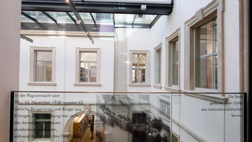 Eine Gedenktafel im Innenhof des Palais Stutterheim erinnert an die Ereignisse von 1938.