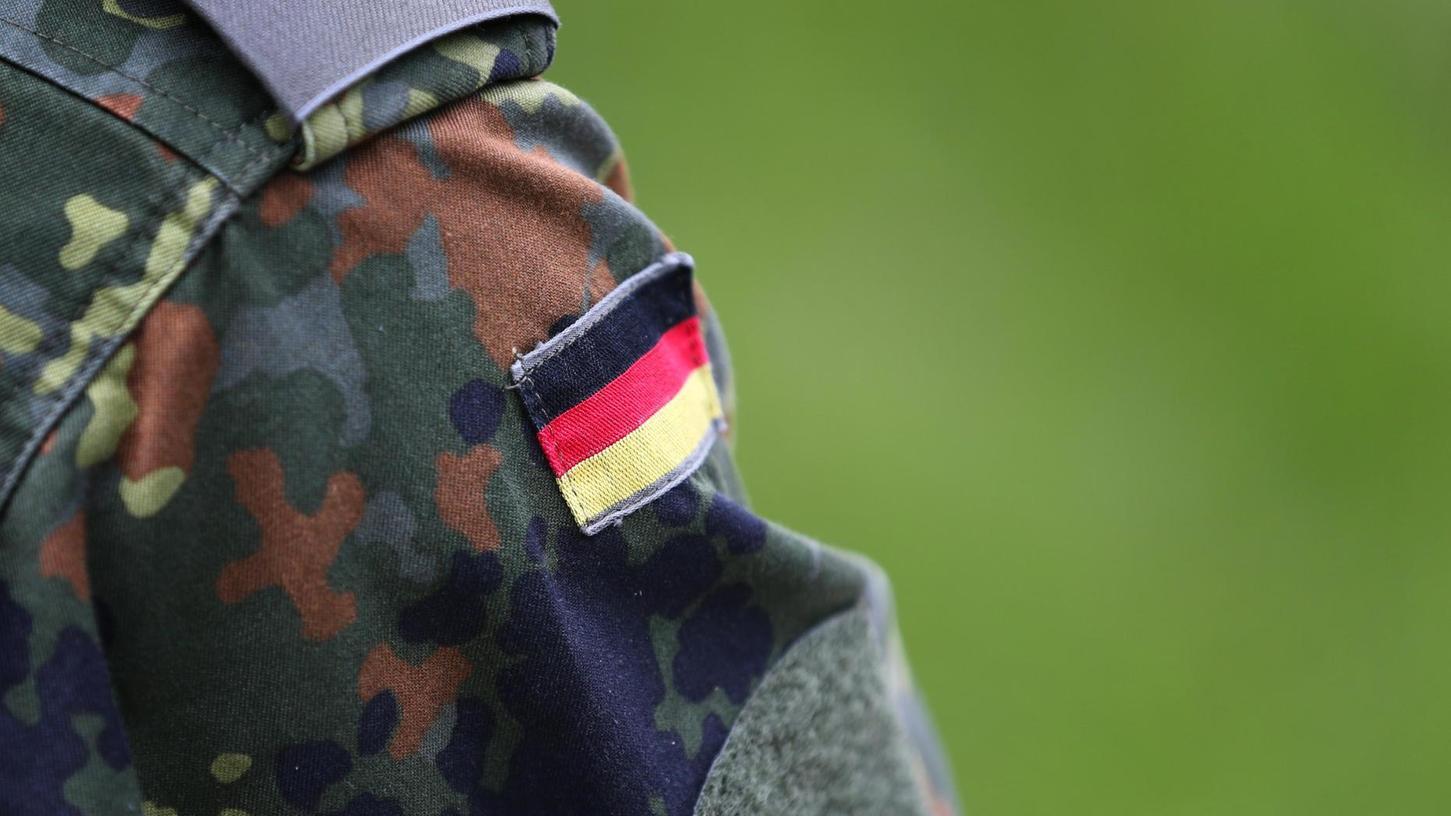 """""""Es gibt eine männerbündische, waffentragende rechtsradikale Elite in Militär und Polizei"""", sagt Martina Renner. Die Bundestagsabgeordnete ist Sprecherin für antifaschistische Politik der Linkspartei und war Mitglied im Thüringer NSU-Untersuchungsausschuss."""