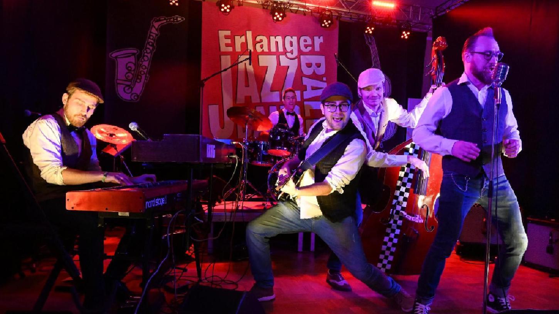 """Das vom Kulturverein veranstaltete """"Jazz Band Bällchen"""" war ein schöner Erfolg. Rickbop & The Hurricanes legten sich ins Zeug."""