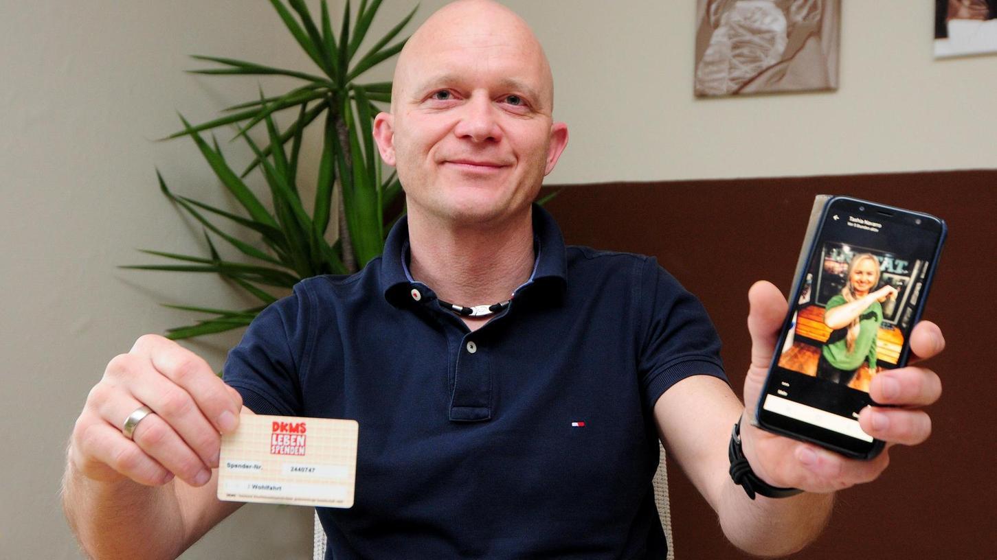 Vor 20 Jahren hat Bernd Wohlfahrt bei einer Typisierungsaktion mitgemacht, vor elf Jahren hat er einer jungen Frau aus Amerika Knochenmark gespendet. Der Frau (auf dem Handy zu sehen) geht es heute gut, die beiden stehen im Kontakt.
